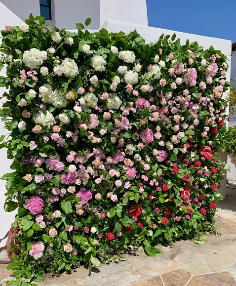We provided the green live wall, and @tylerspeier provided the amazing florals and design