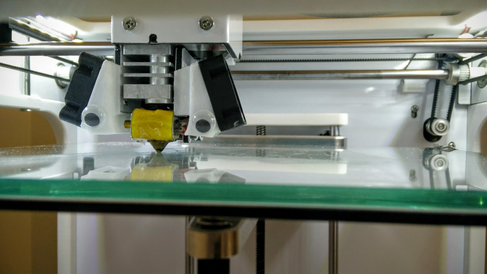 8. Watch the first layer (or few) of printing for problems. Press the knob to select  stop  if something goes wrong