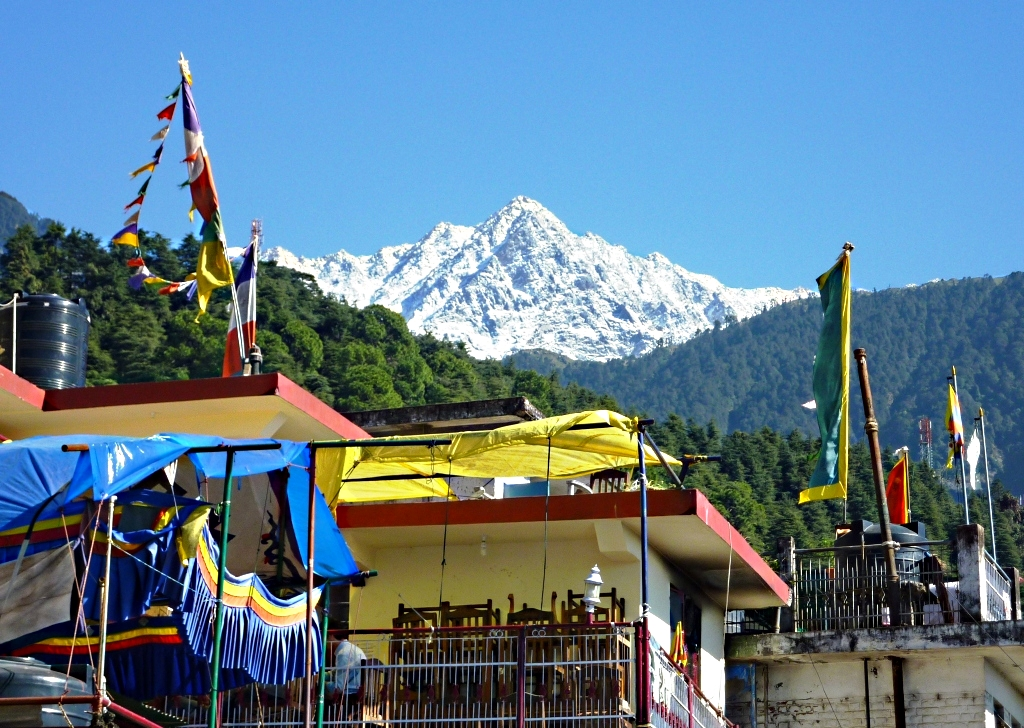 Dhalaudar_peak_from_McLeod_ganj_cafe.jpg