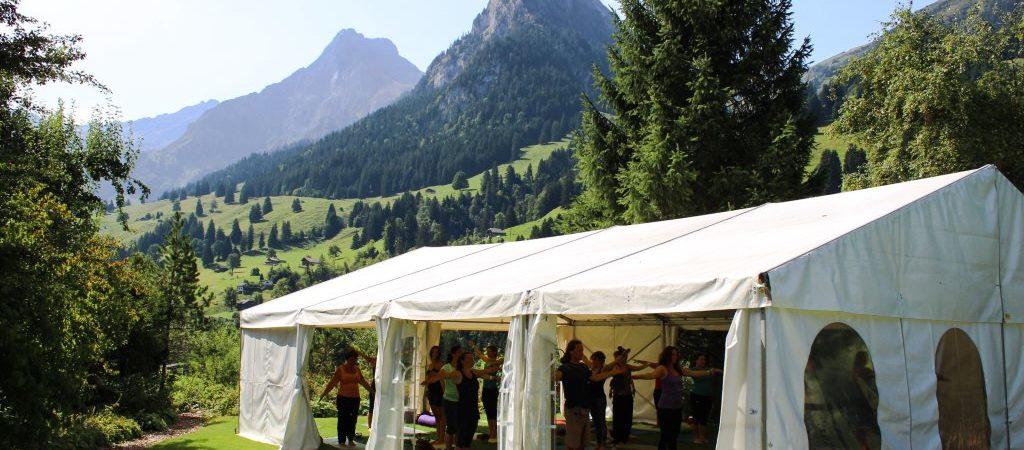 Yogafestival-Summer-of-Love-Stress-Auszeit-Yoga-Stefan-Geisse-109-1024x450.jpg