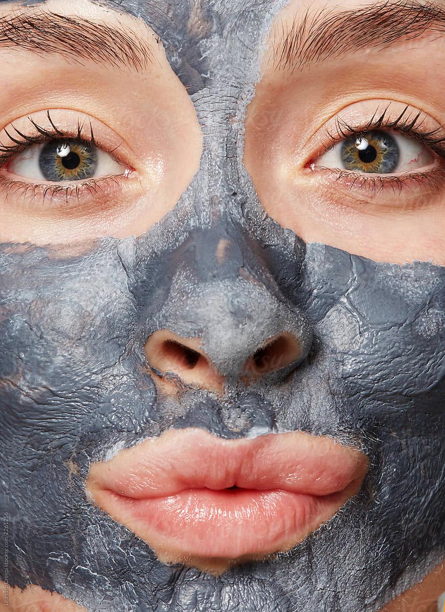 mascara_arcilla_spa_barcelona_cara_tratamiento_royalty_free.jpg