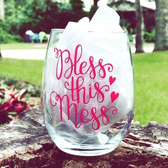It's Tuesday morning ... who's already ready for a mimosa??? . . 🙋🏻♀️ #blessthismess #glamsquad #newenglandweddings #hairandmakeup #bridesmaidshair #briesmakdmakeup #bridalmakeup #bridalhair #promhair #prommakeup #falselashes #minklashes #striplashes #gohotorgohome