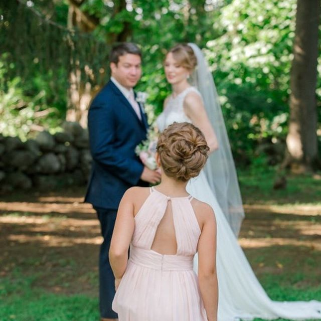 Our beautiful bride ❤️ . . . #weddinghair #weddingmakeup #glamsquad #entyreteam #hairandmakeup #bridalmakeup #bridalhair #flowergirlhair #weddinghairandmakeup #entyrelashes #striplashes #mua #muaboston