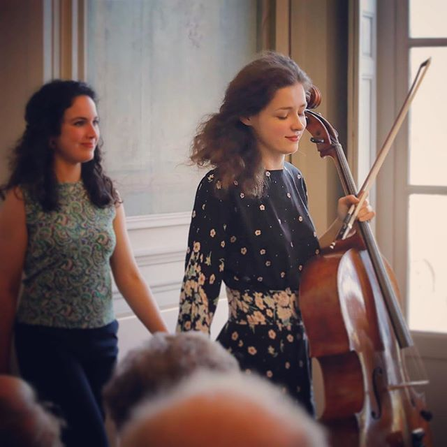 «Music creates order out of chaos: for rhythm imposes unanimity upon the divergent, melody imposes continuity upon the disjointed, and harmony imposes compatibility upon the incongruous.» Yehudi Menuhin #anastasiakobekina #palomakouider #yehudimenuhin #festivalhommagemenuhin #chateau #villedavray (c) @ingesonradio
