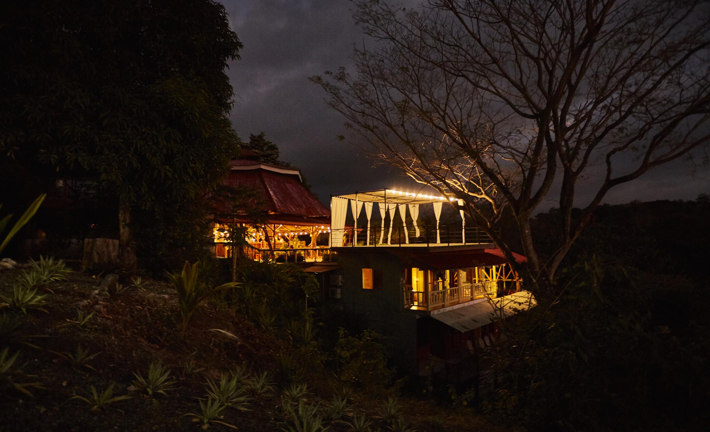 Rayos_Del_Sol_Costa_Rica_PA-RT_night.jpg