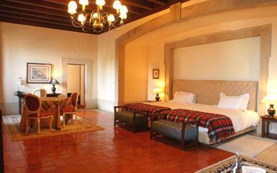 pousada-palmela-bedroom-twin.jpg