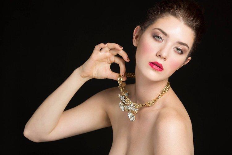 editorial-beauty-jyz-makeupartist.jpg ...