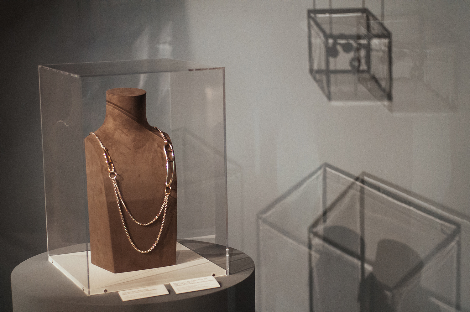 """""""Chaîne d'Ancre Punk"""" long necklace in silver and rose gold."""
