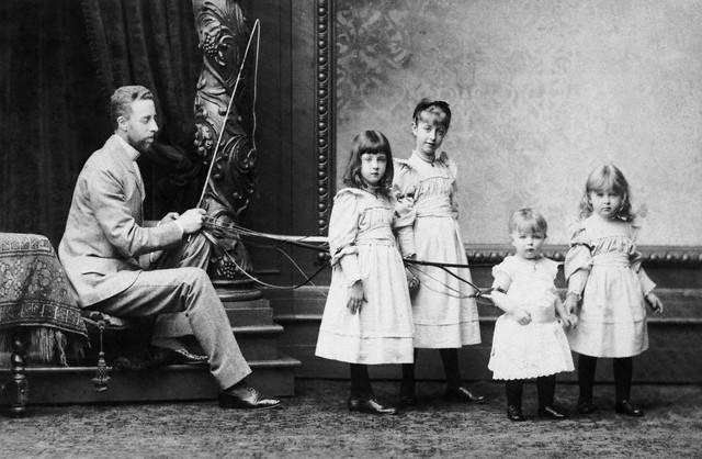 19th-century_Austrian_family_portrait.jpg