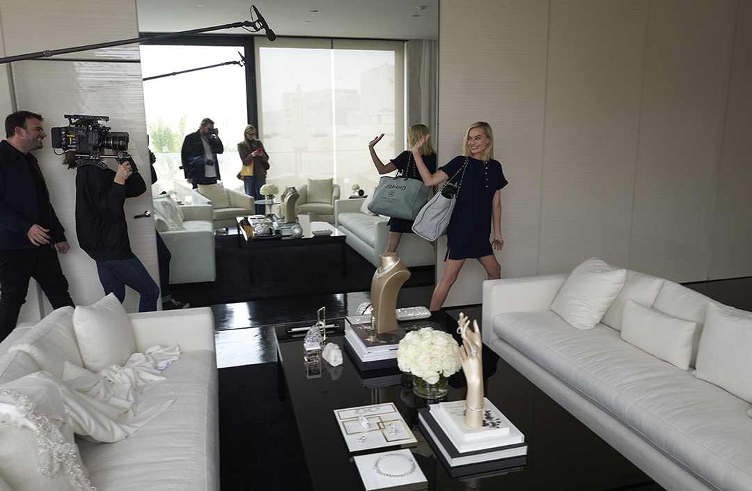 02_Last_fitting_in_Los_Angeles_with_Margot_Robbie_in_CHANEL_March_2nd_LD.jpg