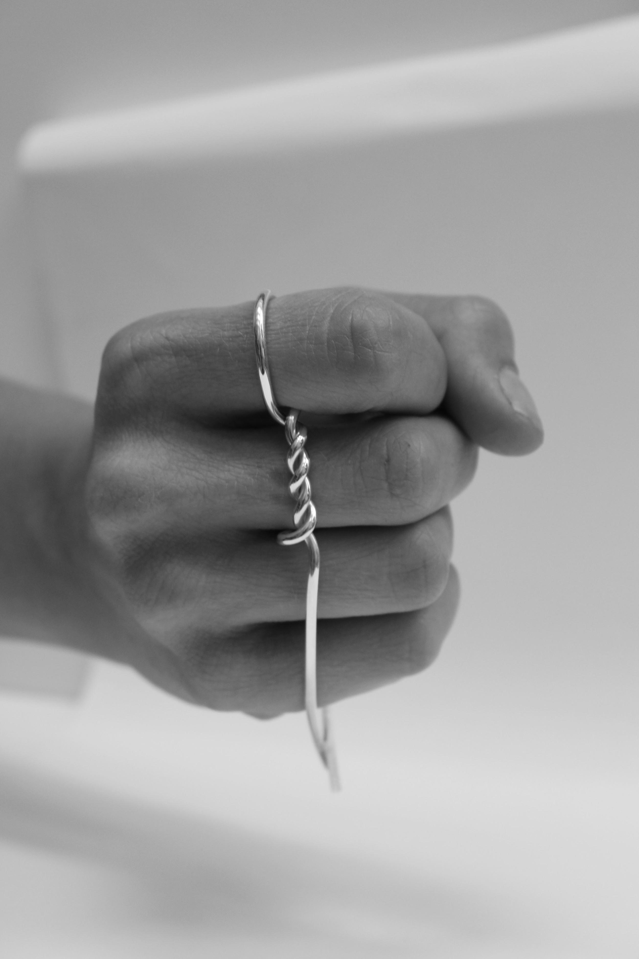 21 twist knuckle ring .jpg