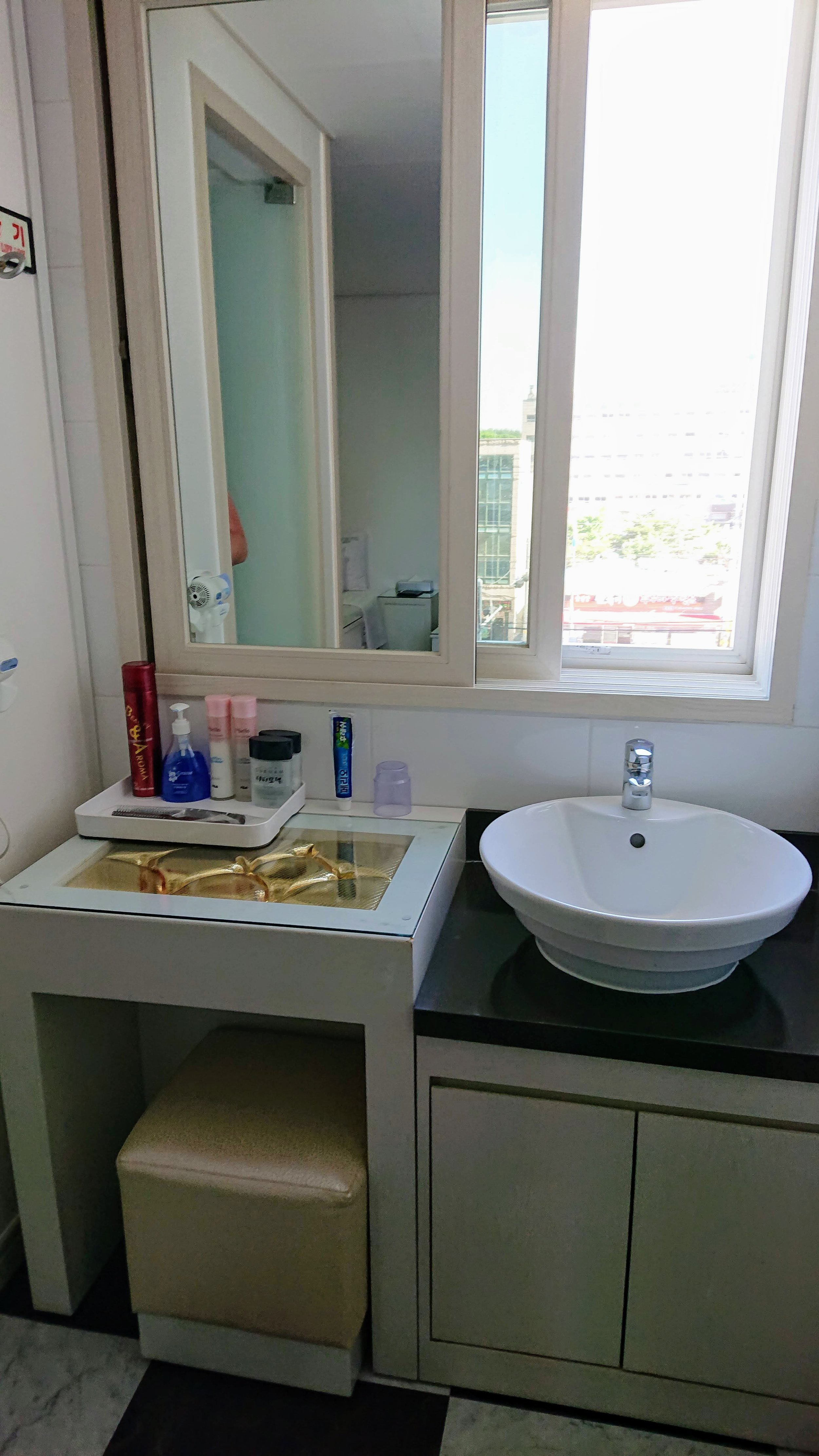 Shower and toilet are separated in this room, so Jess can wash off while Neil spends an eternity dropping the kids off at the pool.