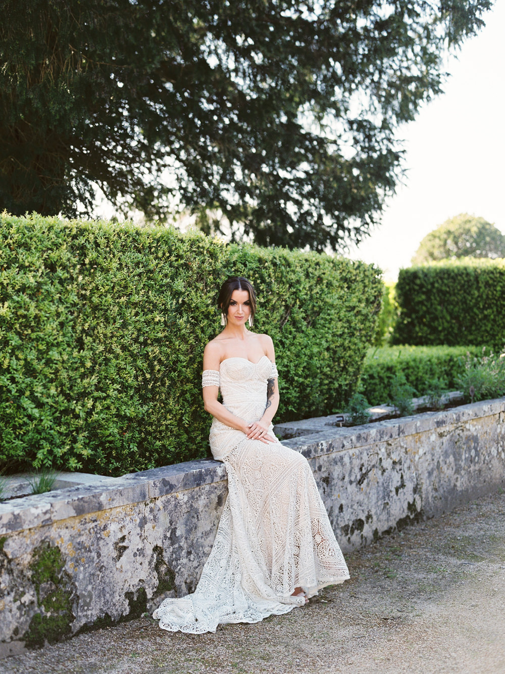 Bride Wedding Dress Pose in Elopement in Seteais Palace in Sintra