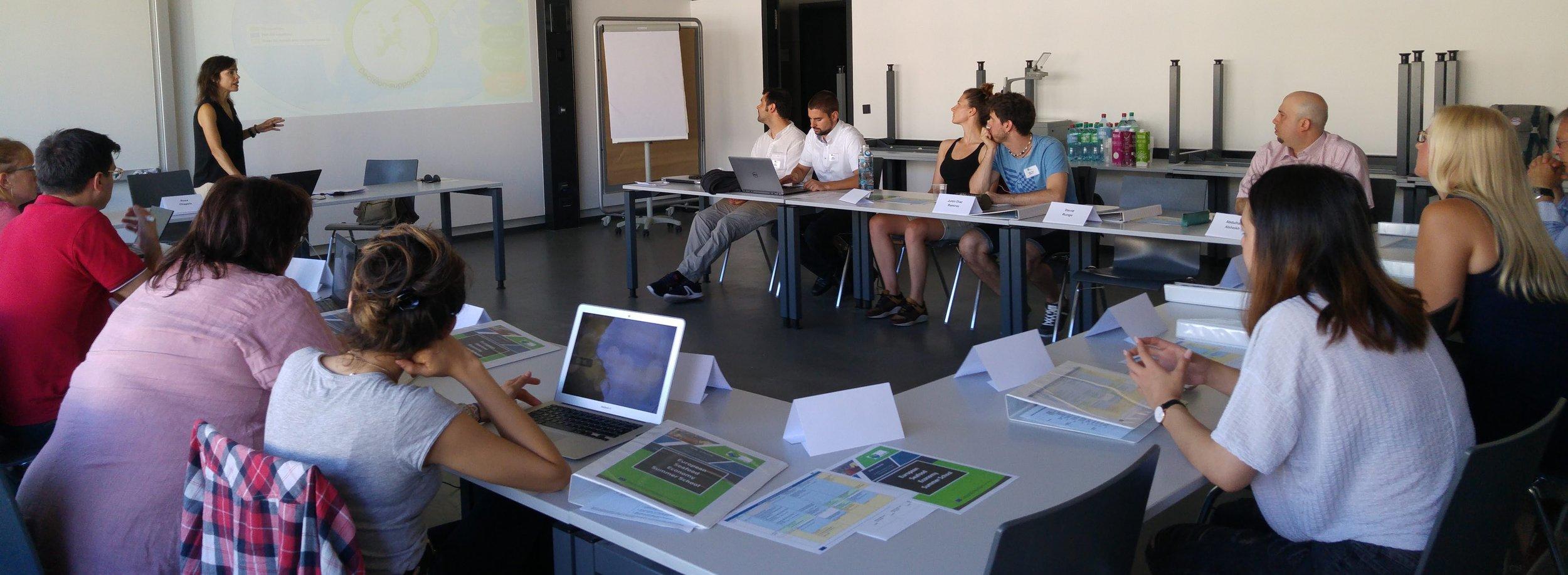 Rosa Chapela introducing the PrimeFish project to Summer School participants