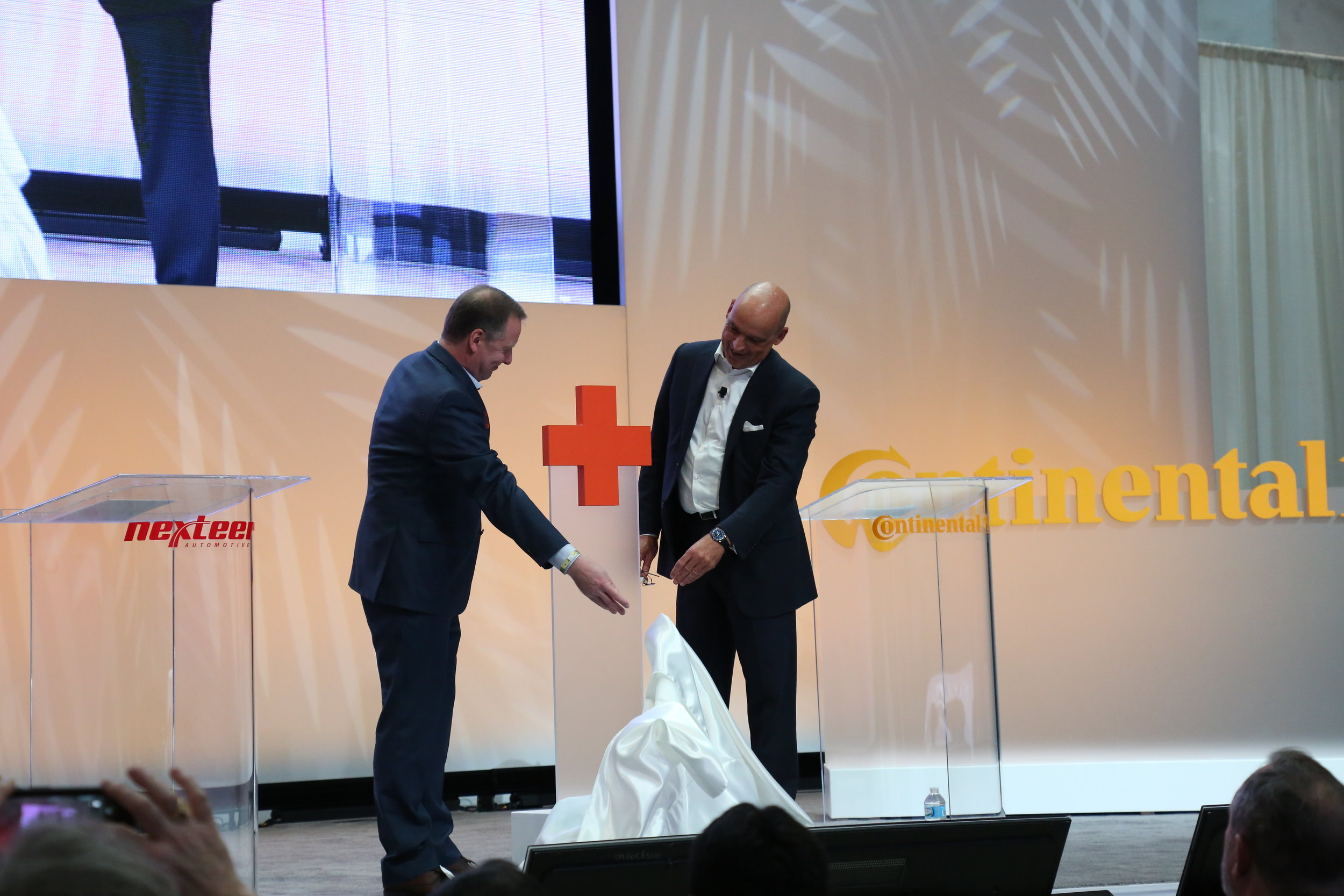 Our team produced the large acrylic branded properties for the Nexteer + Continental press conference on a tight timeline and coordinated stage logistics with the NAIAS team.