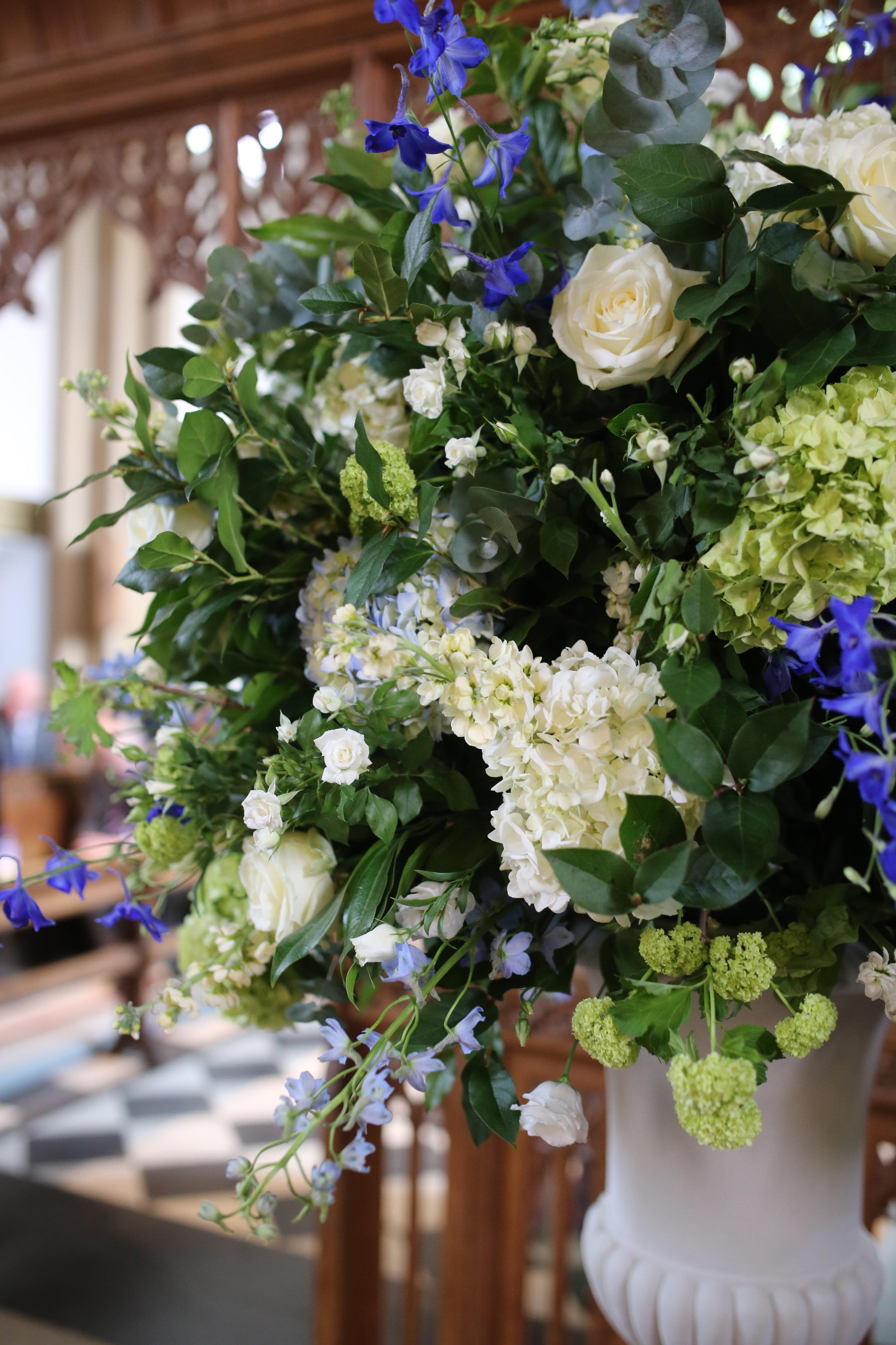 _MIRIAM_FAITH_WEDDING_FLOWERS_CEREMONY_URN_CHURCH_PEDESTAL_BLUE_WHITE_GREEN.JPG