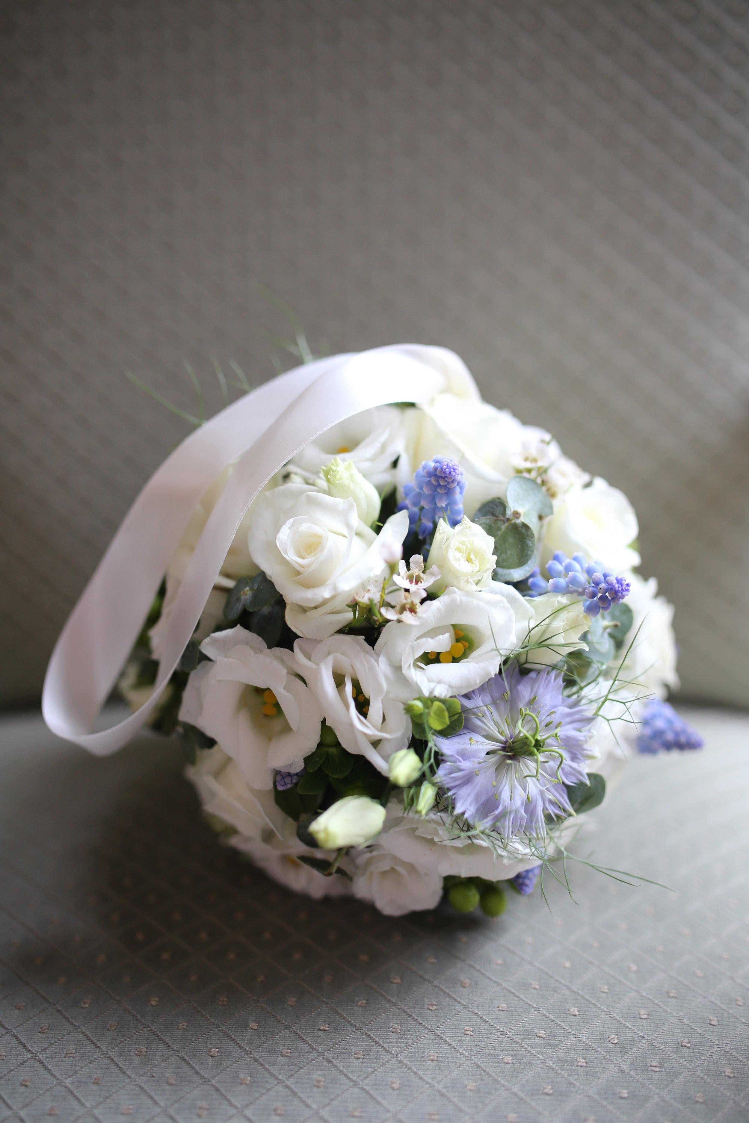 MIRIAM_FAITH_WEDDING_FLOWERS_POMANDER_FLOWERGIRL_WHITE_BLUE.JPG