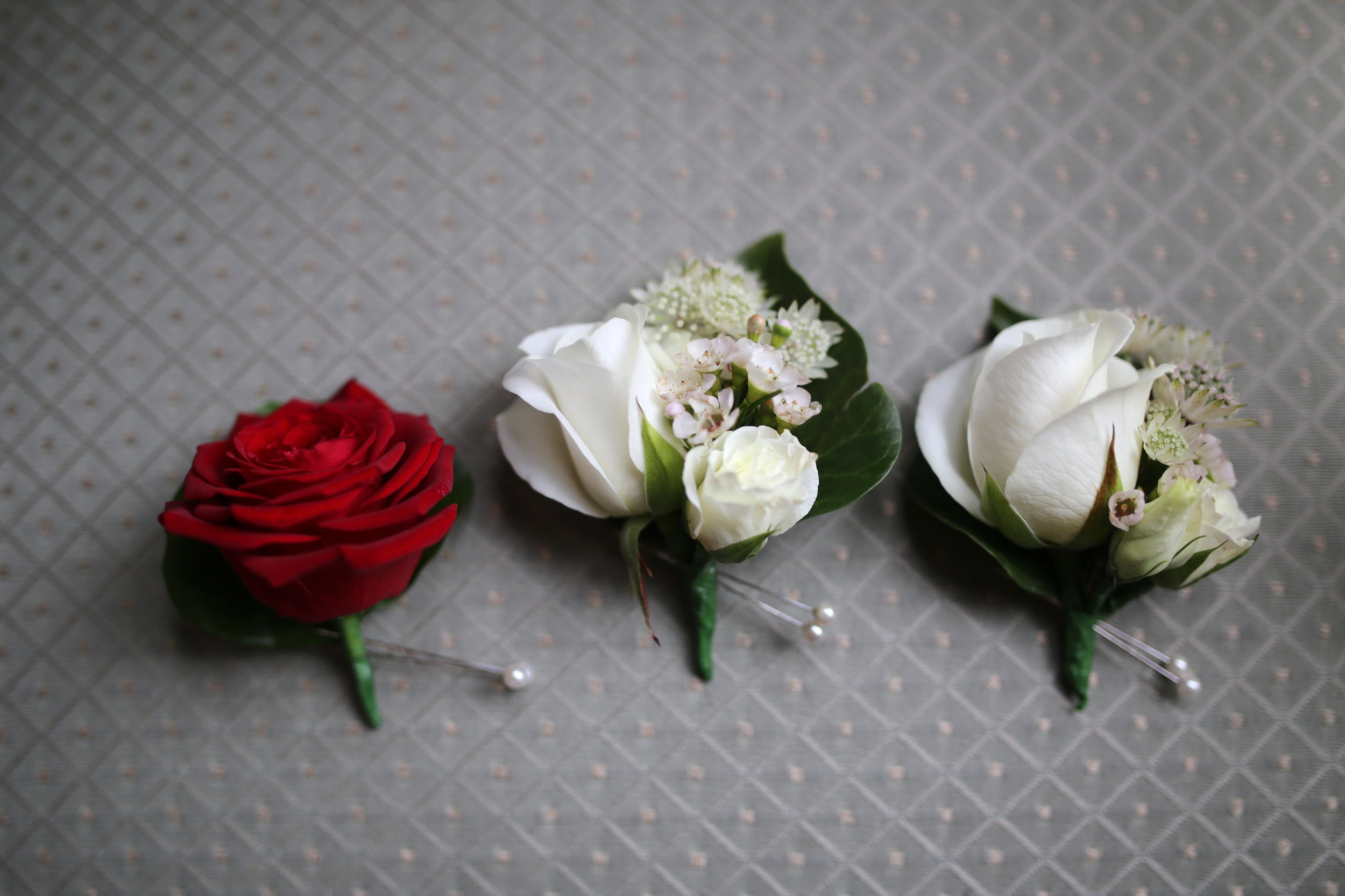 MIRIAM_FAITH_WEDDING_FLOWERS_CORSAGES_BUTTONHOLES_BOUTENIERS.JPG