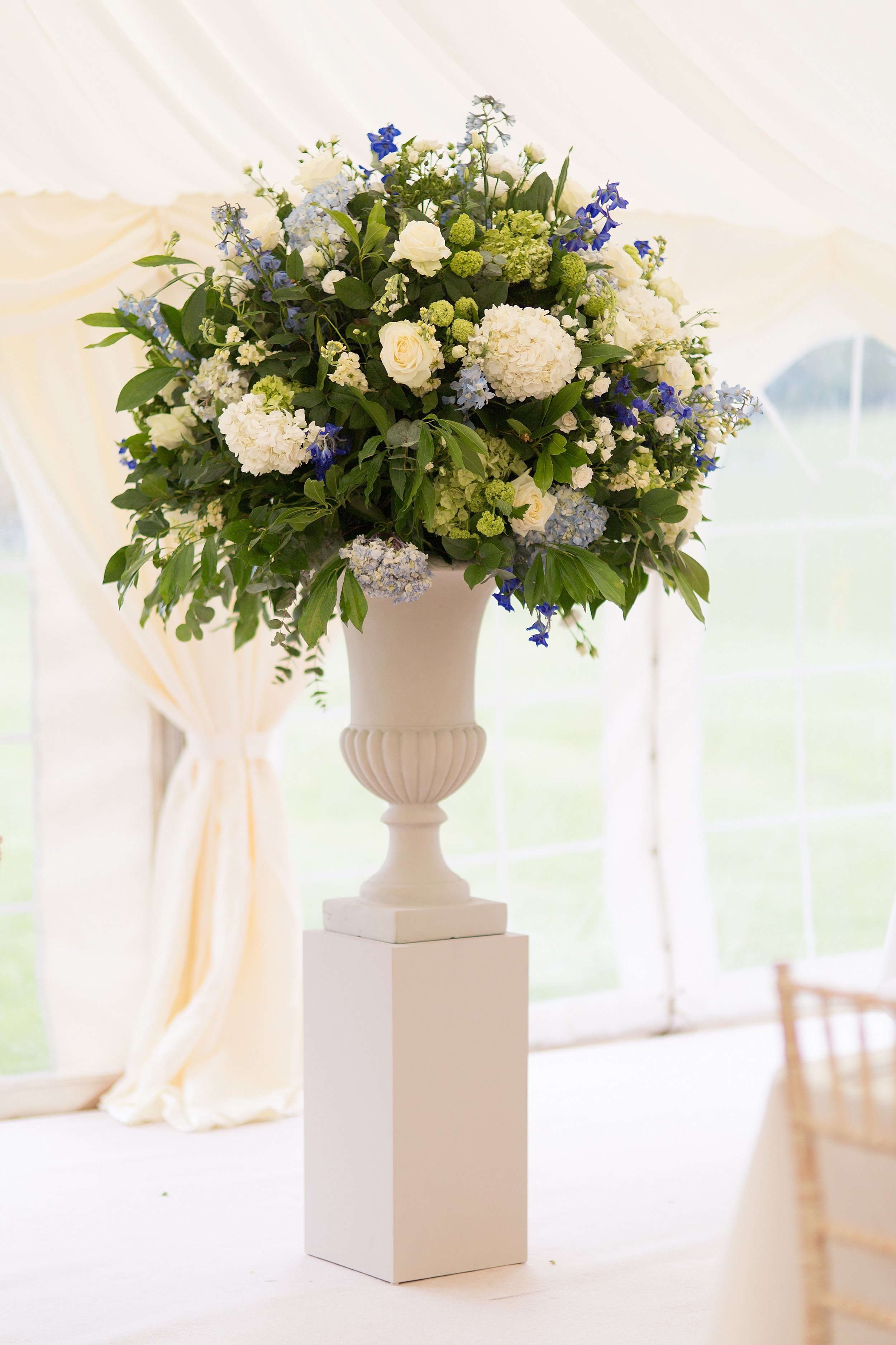 RECEPTION_MARQUEE_URN_MIRIAM_FAITH_WEDDING_FLOWERS.jpg
