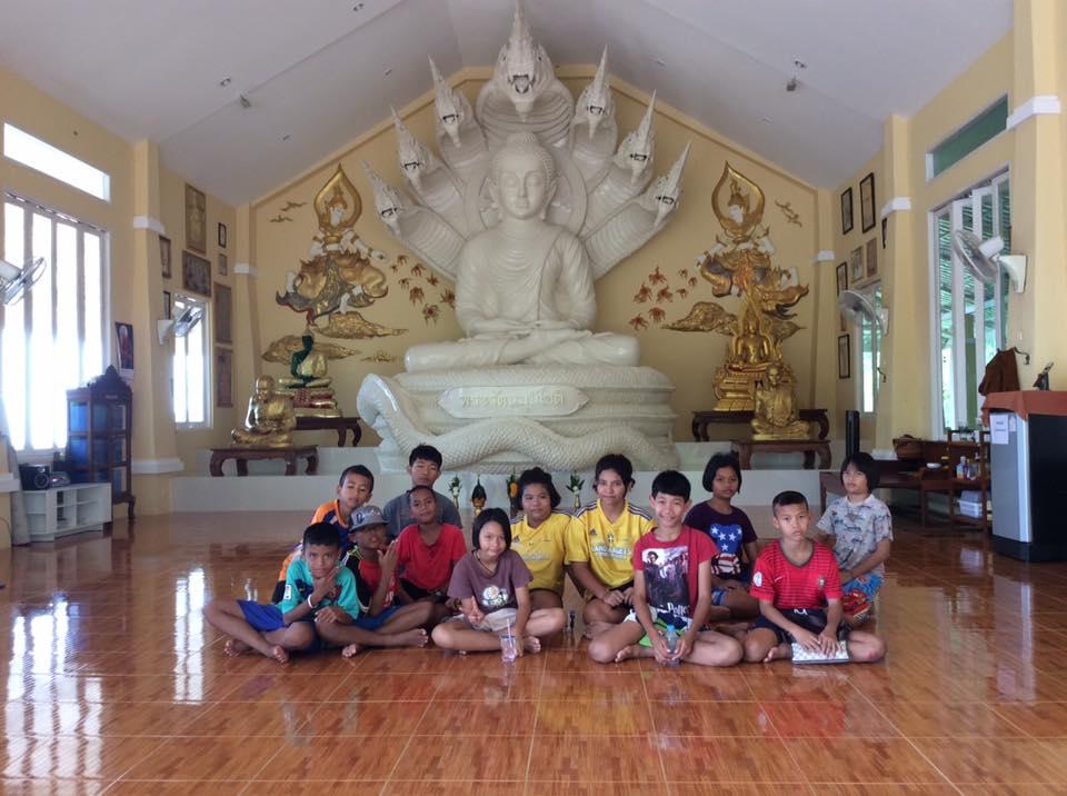 Stora barnen i tempel.jpg