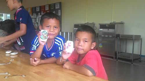 Chang och Sua med tvålar.jpg