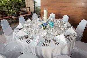 Beautiful+table 4.jpg
