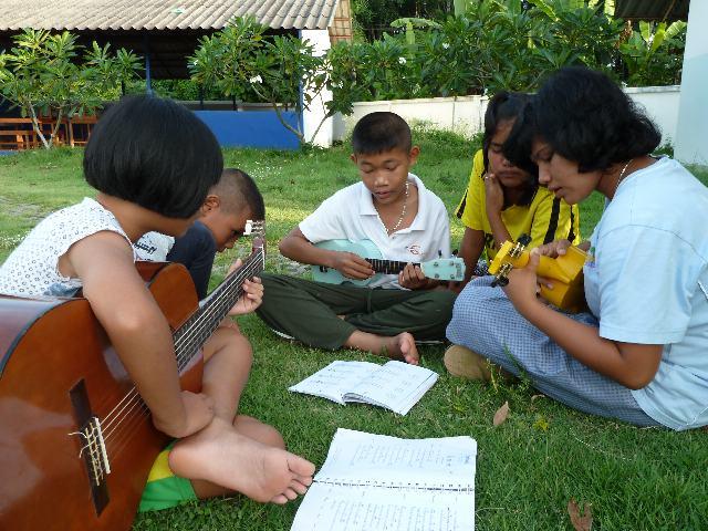 Non playing Ukulele 2011.jpg