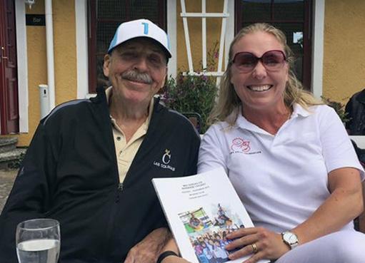 """Loffe tillsammans med Susanne Karlfeldt, som skrivit """"Min vardag på Barnhem i Phuket"""" - om sin tid som volontär på barnhemmet."""