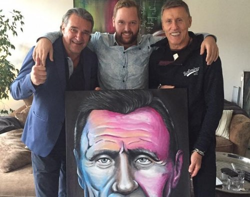Kjelles Tavelresa - Kjelles Tavelresa startades av skådespelaren Kjell Bergqvist och konstnären Emil Grönholm.Emil Grönholm målar porträtt på kända svenskar som sedan auktioneras ut på Facebook.