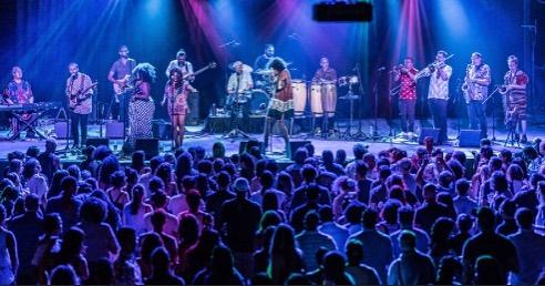 📷 @qvisionscreates #paopaopao #thevanburen #thevanburenphx #dtphx #livemusic #livemusicphoto #afrobeat