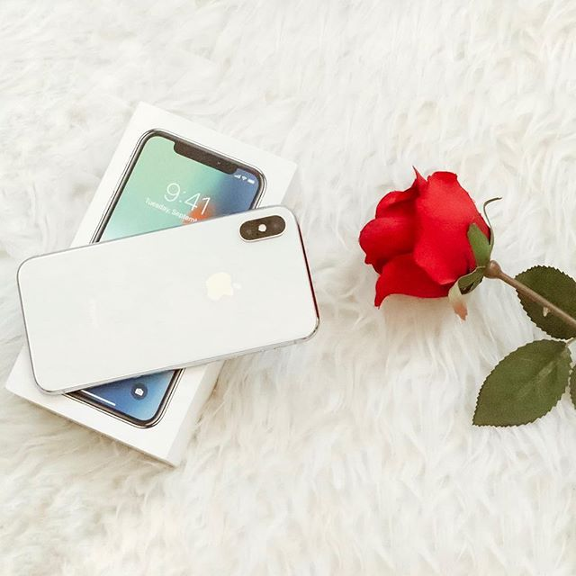 🎉SURPRISE/SORPRESA I've teamed up with some 🇩🇴 Dominican 🇩🇴bloggers to gift a lucky winner this 📱iPHONE X • Me he unido a un grupo de influencers para regalarte este 📱IPHONE X  Guidelines/ Sigue los siguientes pasos: . 1. LIKE this photo • Dale Me Gusta a esta publicación 2. Go to @instaloopsdr and follow all accounts they follow • Entra a @instaloopsdr y sigue a todas las personas que esa cuenta sigue 3. Tag 3 friends below • Etiqueta a 3 amigos  THAT'S IT! ✅ You're in the running!  Y LISTO✅ ya estás participando. ✨BONUS EXTRA✨: More tagged friends means more chances to win (note: you cannot mention famous accts, false accts nor repeat tags) ✨ Mientras más amigos etiquetes, más oportunidades tienes de ganar (no puedes mencionar cuentas de famosos, cuentas falsas, ni repetir las que ya mencionaste)  4.Go to the accts of everyone you followed and like their last 3 photos • Ve al perfil de cada influencer y dale like a sus últimas 3 fotos. ————— Last day to participate is April 5th and the winner will be announced on the 7th • Este sorteo finaliza el día 5 de Abril y anunciaremos el ganador el día 7. —————- 🇺🇸 USA & 🇩🇴 DR only • Válido para 🇩🇴 RD y 🇺🇸USA —————- Must follow all guidelines as we will verify this • Es importante que sigas todos los pasos que mencionamos ✅ (VERIFICAMOS QUE HAYAS CUMPLIDO) —————— This contest is not associated with Instagram inc. nor with the participating brand • Este sorteo no está relacionado con Instagram inc. ni con la marca participante. ——————- GOOD LUCK 🍀 ¡BUENA SUERTE!