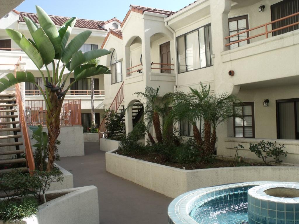 Here's a picture of a random Glendale apartment building, so that when this article is shared there's an accompanying image. Enjoy!