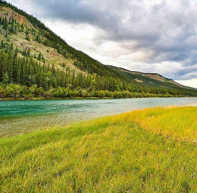 Enjoying the colours of the Yukon River! . . . . .  #adventure #overhangadventures #fun #awesome #nature #goplayoutside #overhang #smile #yukon #yukonriver  #camping #outside #outdoors #wilderness #natureporn #landscape #breathtaking #hashtag