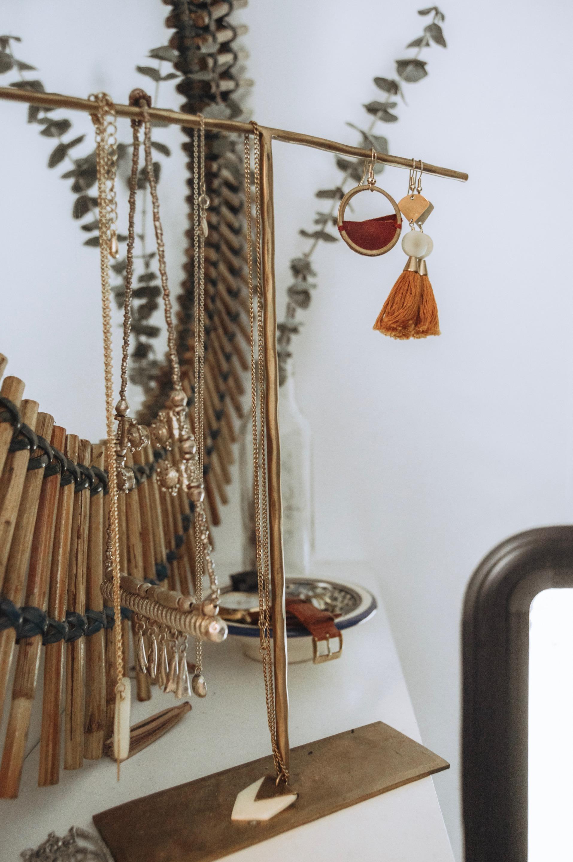 jewelry-capsule-minimal-living1.jpg