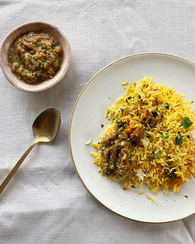 Dinner party leftovers are the best. I'm testing a recipe for prawn biryani these days. This was the second iteration, using Sameen Rushdie's recipe from Indian Cookery, that I  made for some friends on Friday. ⠀ .⠀ I never grew up eating prawn biryani and feel like I have been deprived of this great joy. Did you grow up eating it? How was it prepared at your home? .⠀ .⠀ .⠀ #pakistaneats #pakistanifood #desifood #huffposttaste #forkyeah #eattheworld #tastecooking #tastingtable #homecooking #biryani #seafood #spoonfeed #desifoodbloggers
