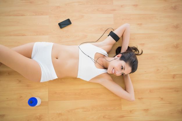 fit-happy-woman-doing-sit-ups_13339-241913.jpg