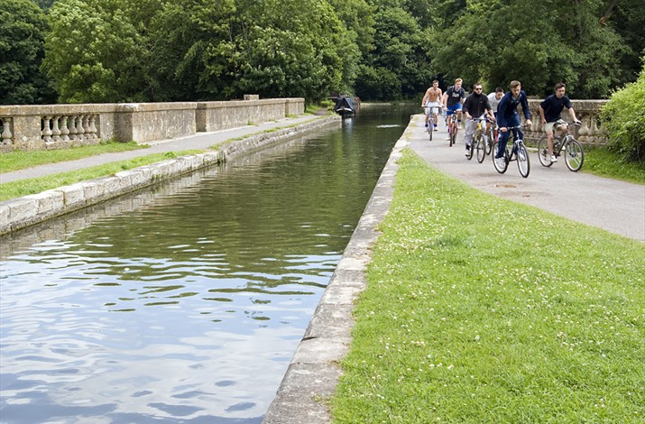 Cycling on top of the Dundas Aqueduct. Image courtesy of Visit Bath.