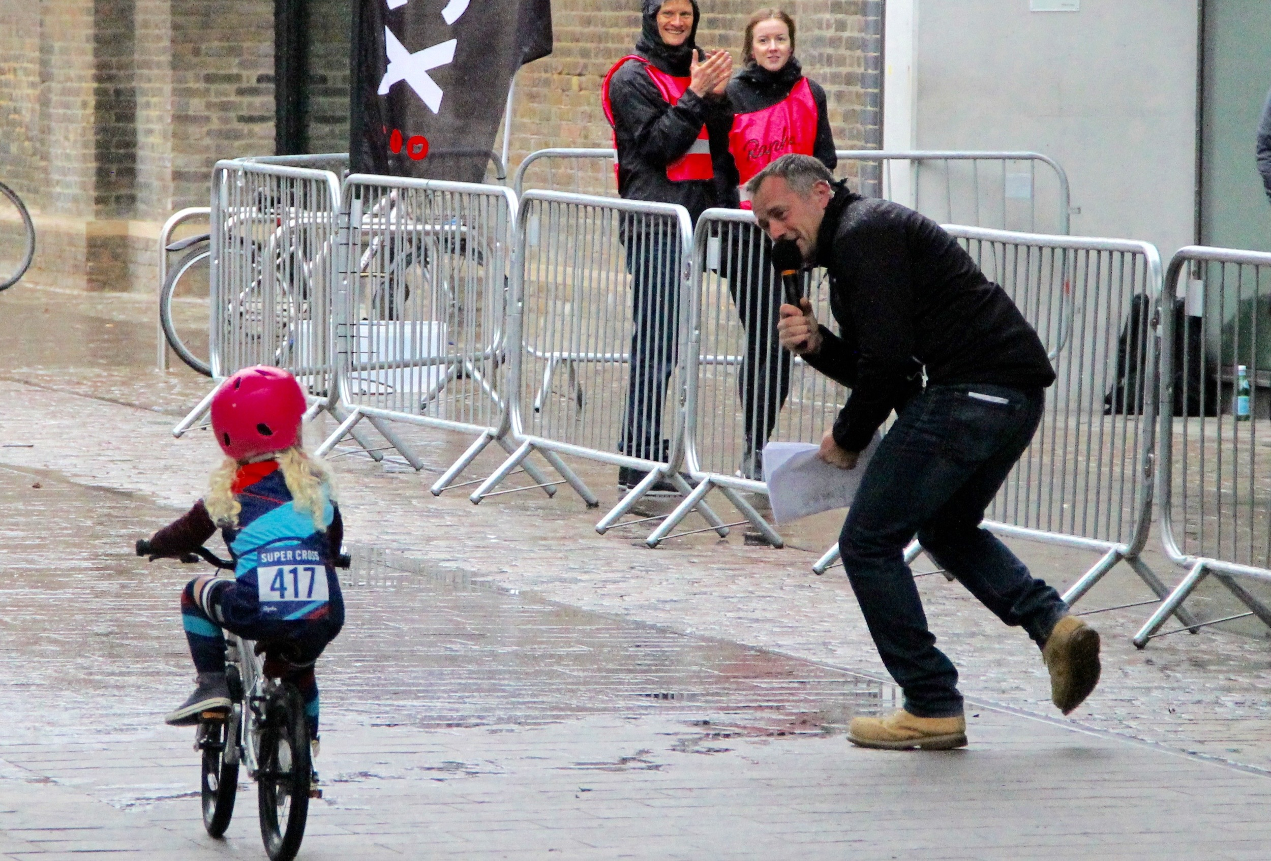 We loved the compere who cheered this tiny straggler through the finish line.