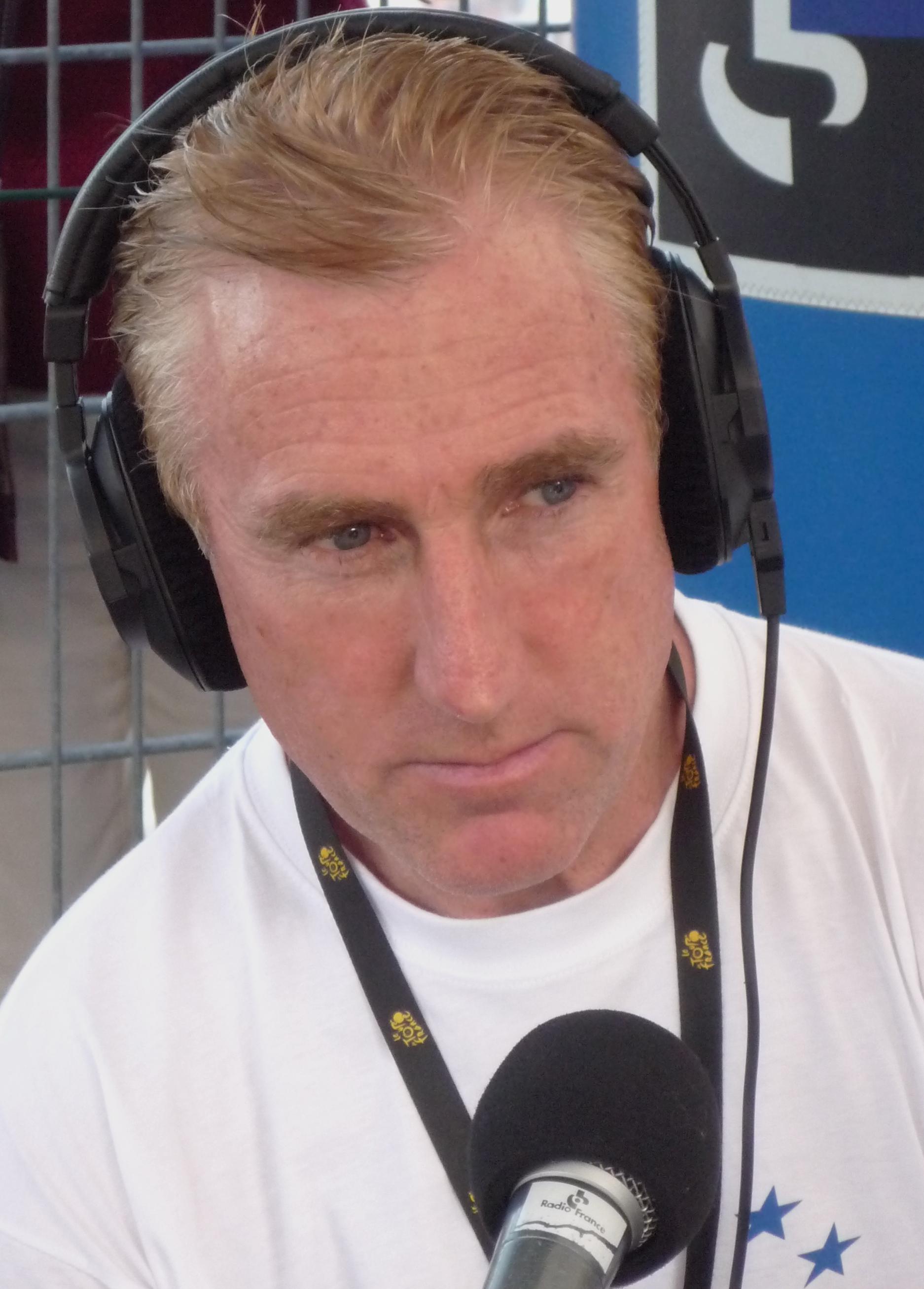 Kelly commentating on the Tour de France in 2009  By Pierre Diéterlé (Jean de Gribaldy.com) (Own work) [CC0], via Wikimedia Commons