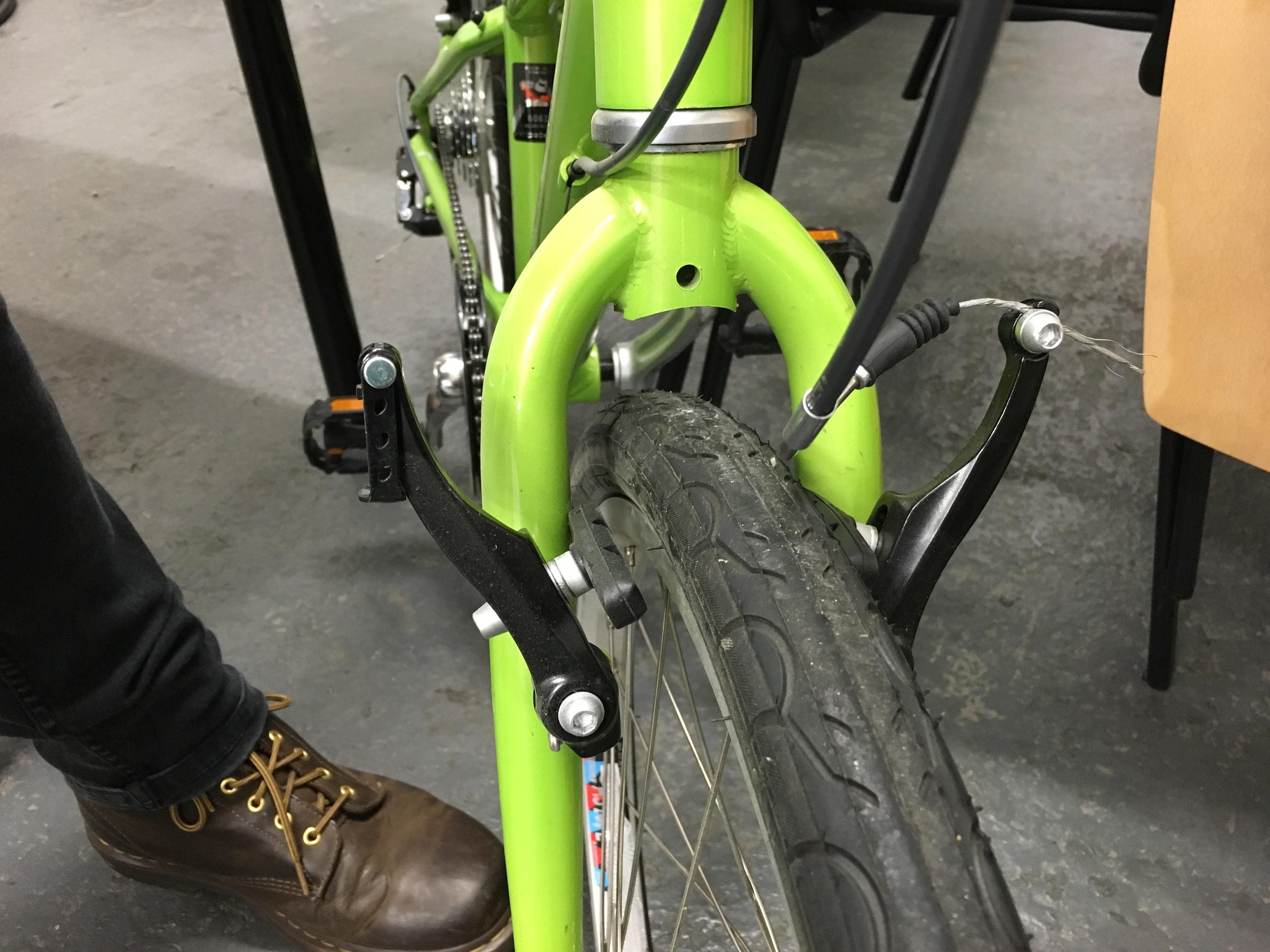V brakes pull apart