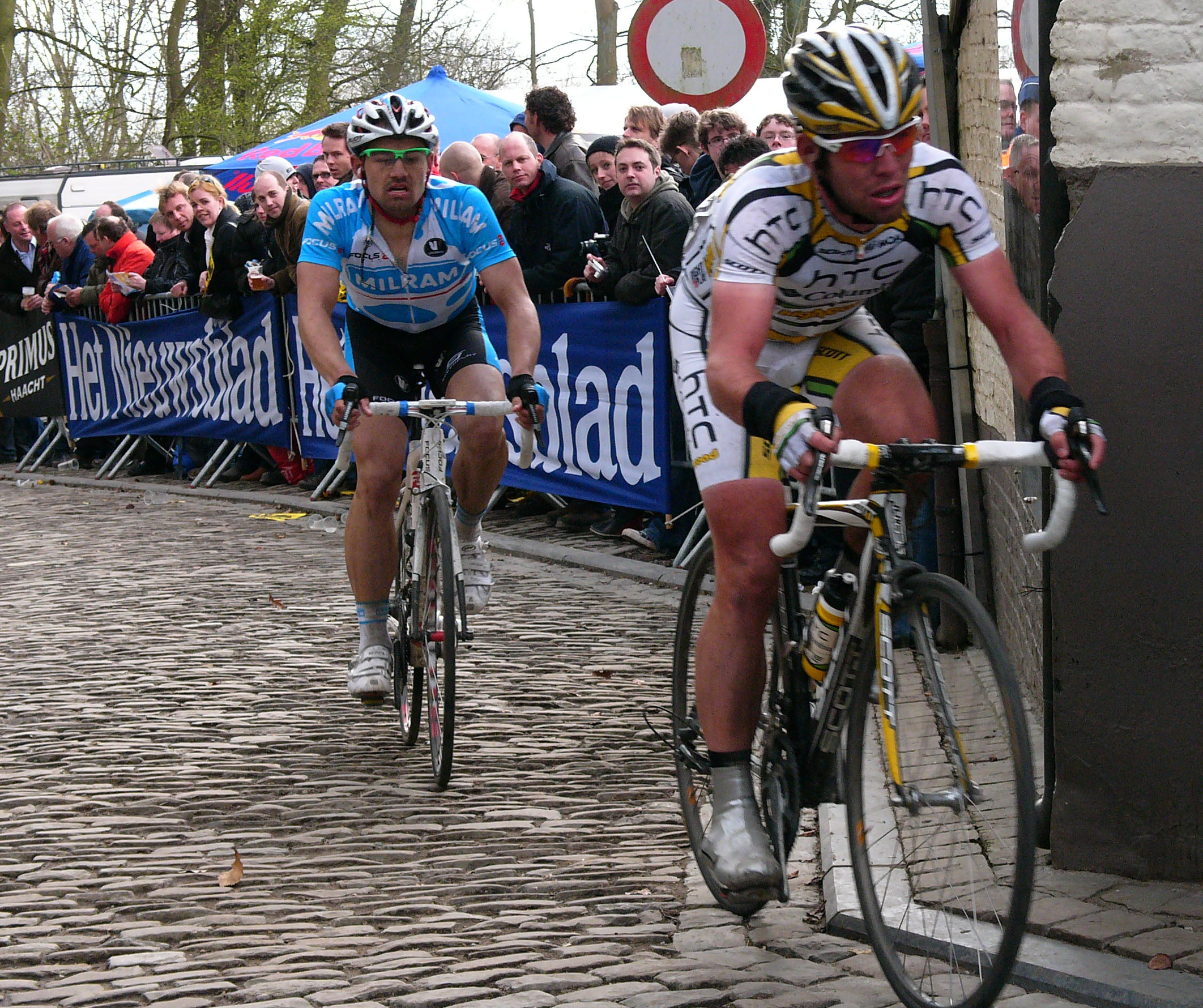 A young Mark Cavendish gets a taste of Belgian cobbles