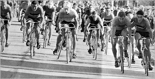 Did Beyeht (far right) push Van Looy?