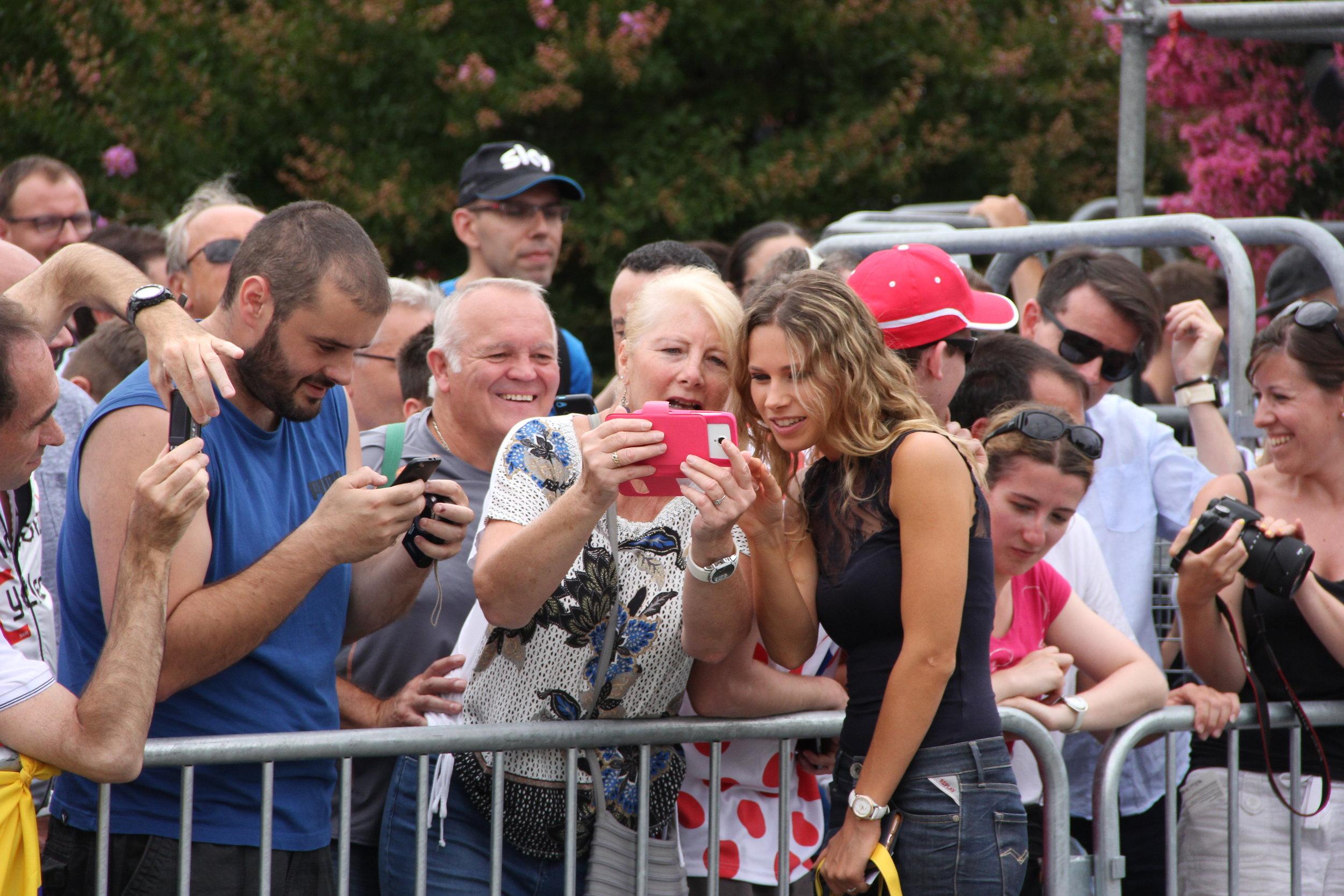 Presenter Laura Meseguer keeps fans happy