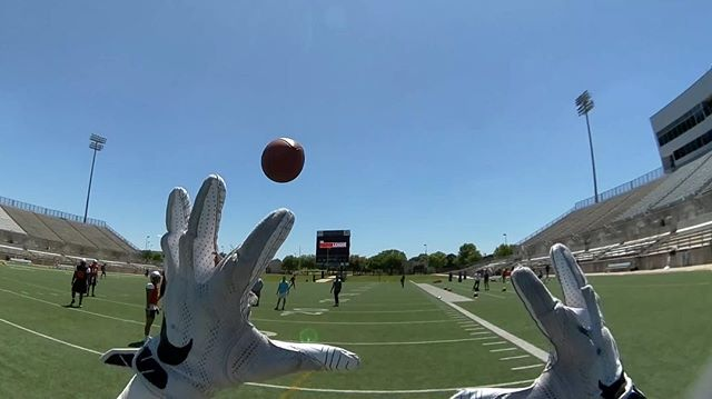 Swipe to complete the catch - don't drop it! 😉🏈 #HelmetCam #PlayerPOV #football