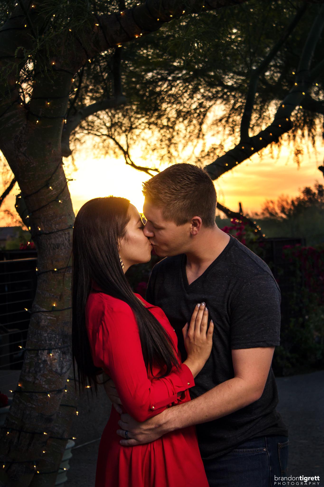 couples photo kissing - scottsdale photographer