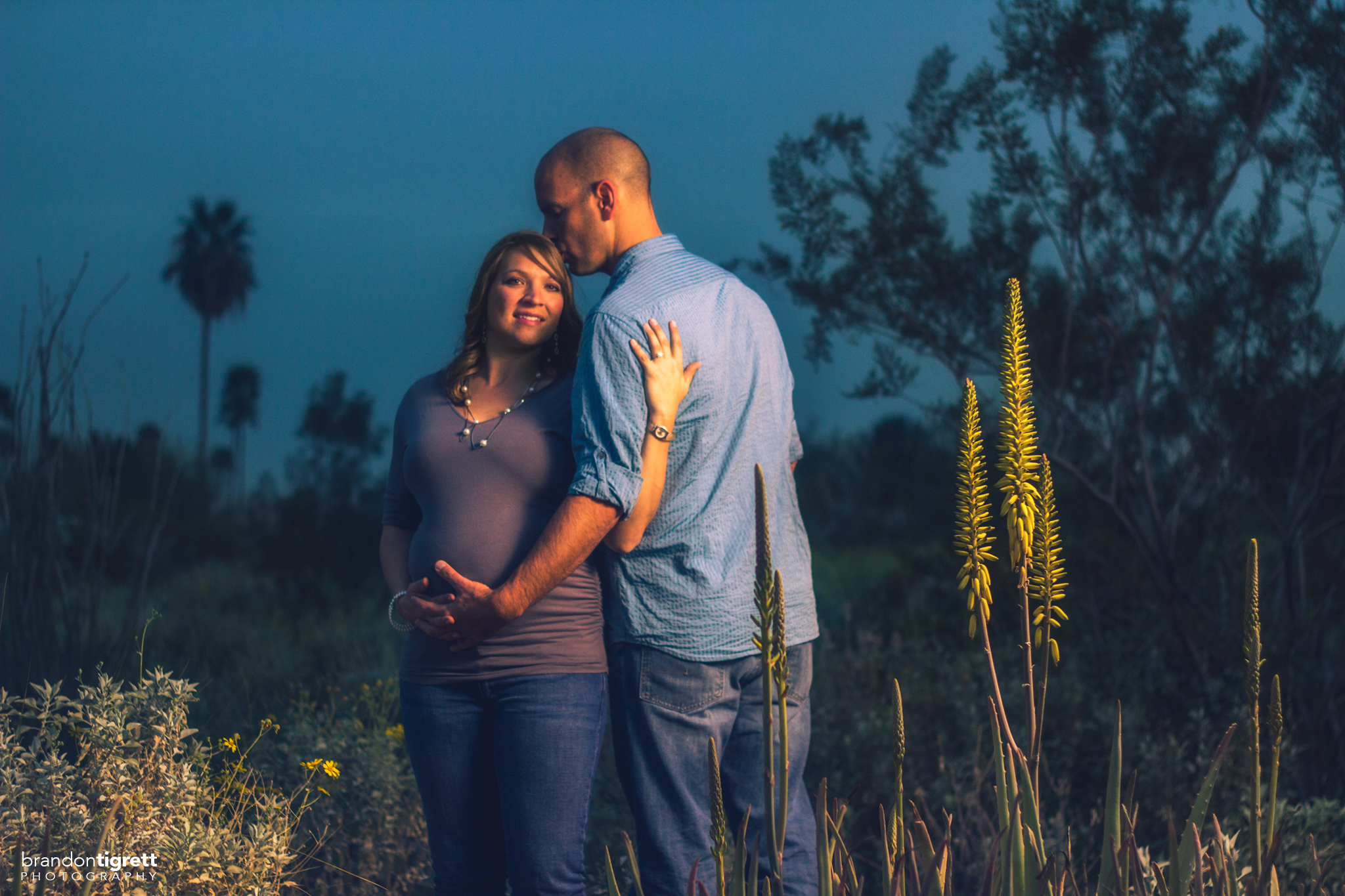 Cute Couples Maternity poses - Phoenix, AZ