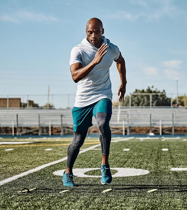 What does hard work look like?  Allow Deandre to demonstrate! • • • #commercialphotography #fitnessmotivation #menshealth #fitnessphotography #underarmour