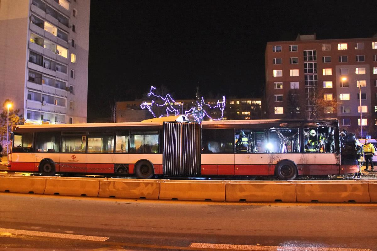 Autobus Citybus 18M ev. č. 6532 shořel rovněž na lince č. 195, jen o den později, konkrétně 3. 12. 2015. (foto: Roman Vanka, Citybus.cz)