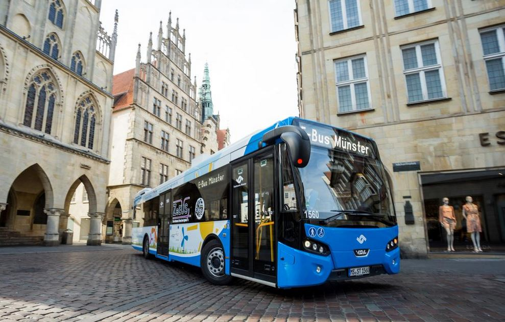 UITP se aktivně podílí na projektu ZeEUS, který se zabývá implementací elektrobusů, hybridních autobusů a parciálních trolejbusů do běžného provozu. Na snímku je elektrobus VDL v německém Münsteru, o němž jsme psali v čísle 3/2015. (zdroj: UITP)