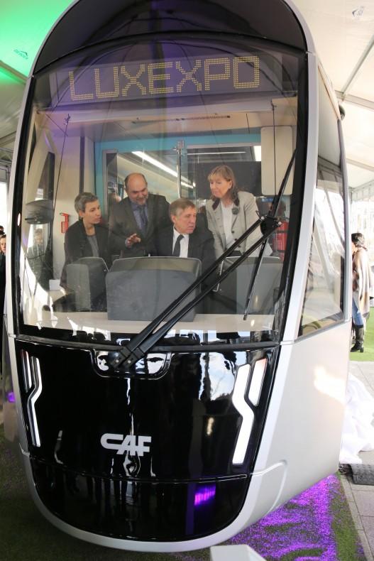 Dřevěná maketa tramvaje CAF, s níž se mohou seznámit občané a návštěvníci města Lucemburk mezi 7. 12. 2015 a 31. 1. 2016. (zdroj: LUXTRAM)